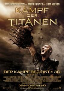 Filmplakat Kampf der Titanen: Perseus hält den Medusa Kopf in die Höhe