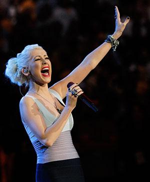 Christina Aguilera singt